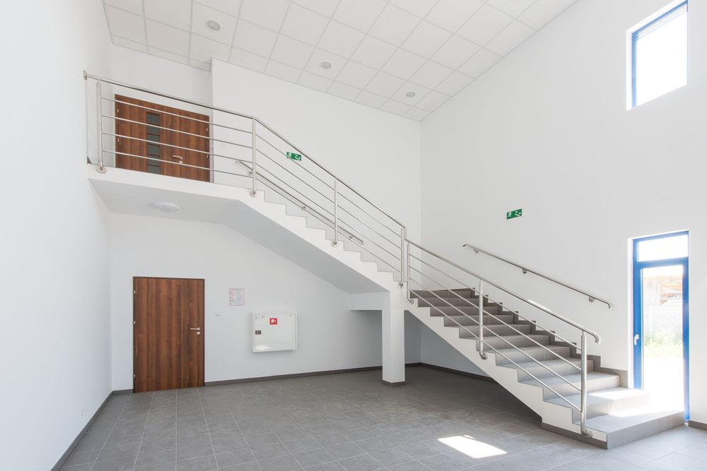 klatka schodowa - hala produkcyjna z budynkiem biurowym, dla Meblomaster, Węgrów, woj. mazowieckie