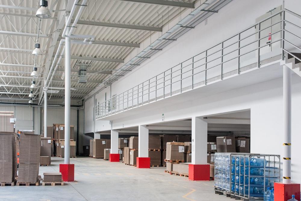 wnętrze hali 3 - hala produkcyjna z budynkiem biurowym, dla Uniservice, Skarbimierz, woj. Opolskie