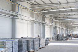 wnętrze hali 1 - hala produkcyjna z częścią biurową, dla Leann Stańczyk, Słupsk, woj. pomorskie