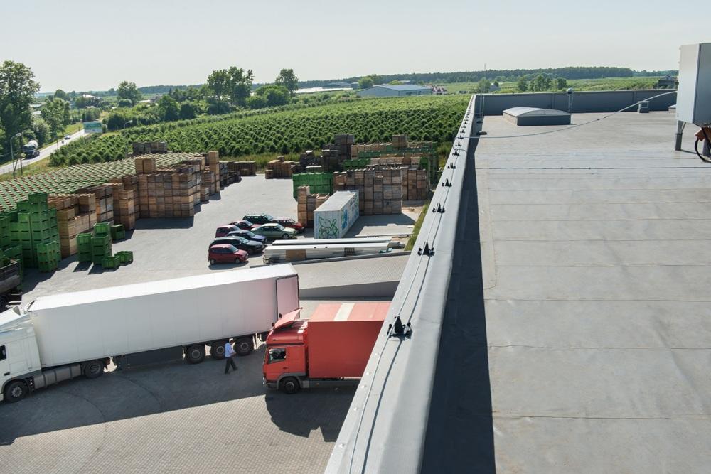 widok z góry - sortownia owoców z częścią biurową, dla Europejskie Centrum Owocowe, Rębowola
