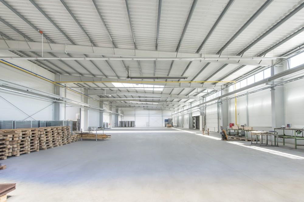 widok ogólny wnętrza - hala produkcyjna z częścią biurową, dla Leann Stańczyk, Słupsk, woj. pomorskie