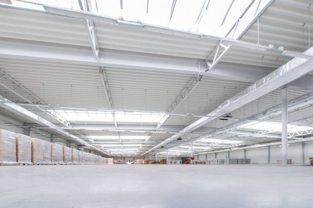 wnętrze hali 4 - hala produkcyjna z budynkiem biurowym, dla Meblomaster, Węgrów, woj. mazowieckie