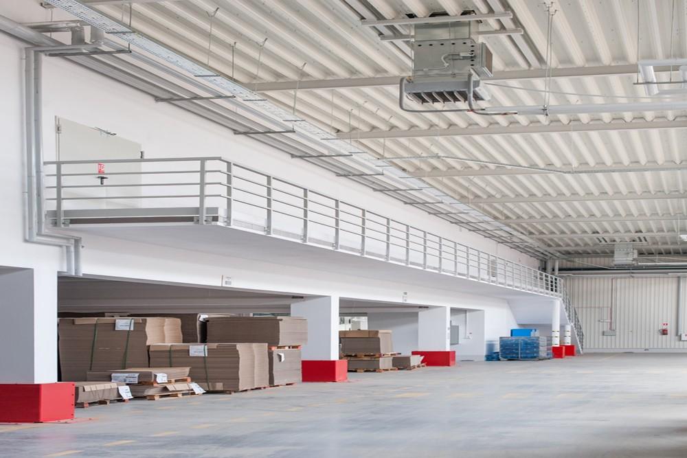 wnętrze obiektu - hala produkcyjna z budynkiem biurowym, dla Uniservice, Skarbimierz, woj. Opolskie