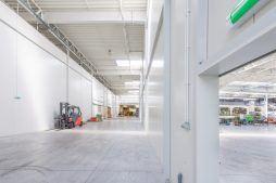 wnętrze obiektu - sortownia owoców z częścią biurową, dla Europejskie Centrum Owocowe, Rębowola