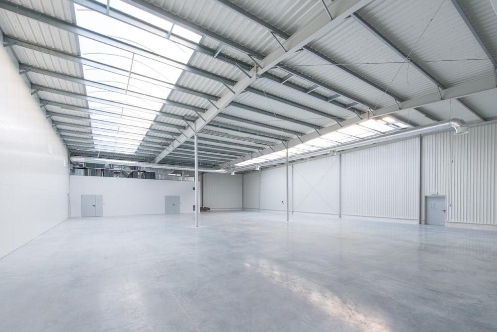 wnętrze hali 5 - hala produkcyjno-magazynowa z budynkiem biurowym, dla Duomat, Choszczno, woj. zachodniopomorskie