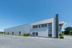 ściana boczna 2 - hala produkcyjno-magazynowa z budynkiem biurowym, dla Polamp, Bieniewiec, woj. mazowieckie