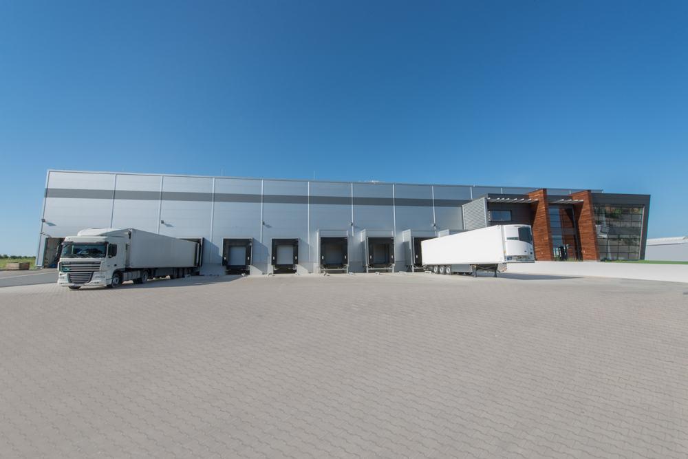 widok z przodu - sortownia owoców z częścią biurową, dla Europejskie Centrum Owocowe, Rębowola