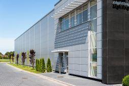 ściana boczna 1 - hala produkcyjno-magazynowa z budynkiem biurowym, dla Polamp, Bieniewiec, woj. mazowieckie