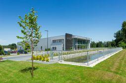 widok ogólny 2 - hala produkcyjno-magazynowa z budynkiem biurowym, dla Polamp, Bieniewiec, woj. mazowieckie