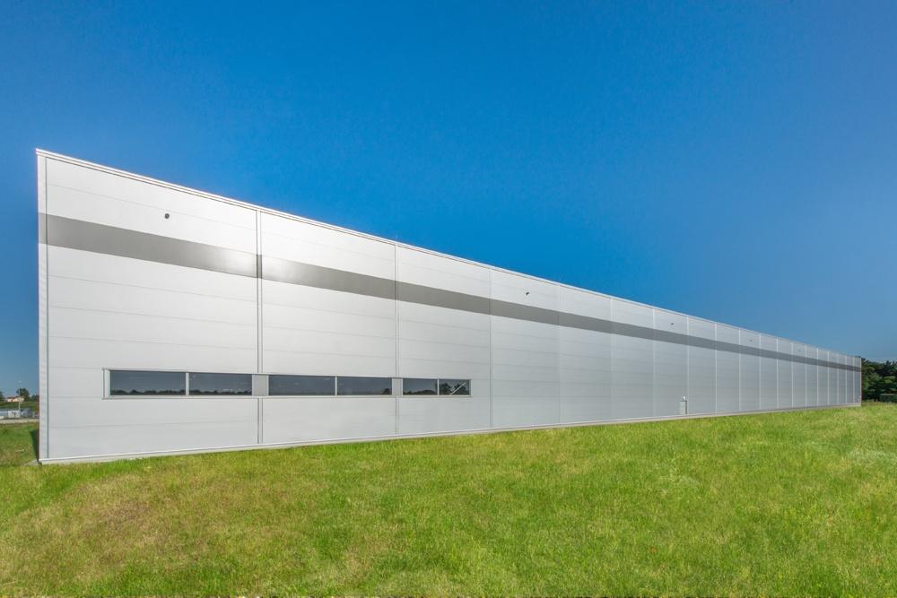 ściana boczna 1 - sortownia owoców z częścią biurową, dla Europejskie Centrum Owocowe, Rębowola