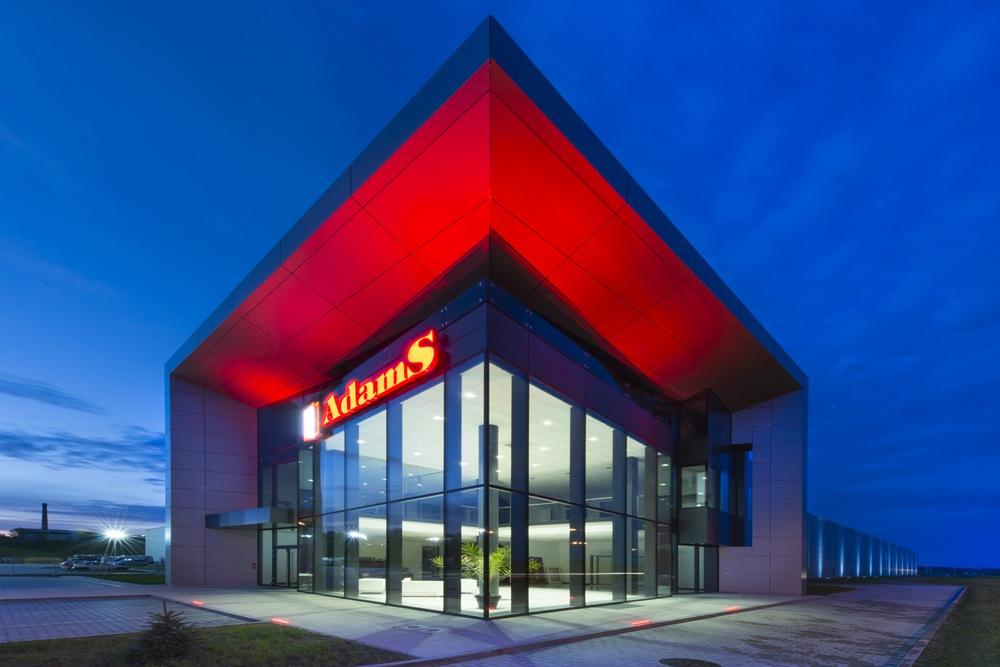 reprezentacyjne wejście do budynku - hala produkcyjna z budynkiem biurowym, dla Adams, Mrągowo