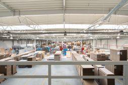 widok wnętrza 1 - hala produkcyjna z budynkiem biurowym, dla Uniservice, Skarbimierz, woj. Opolskie