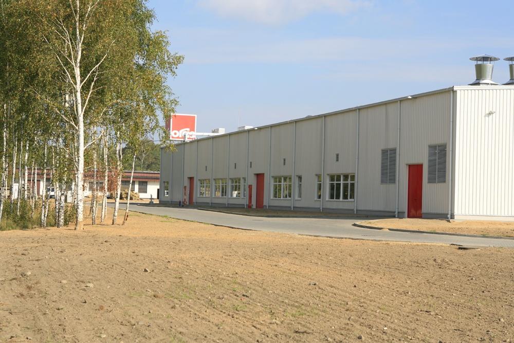 ściana boczna - hala produkcyjna z częścią biurową, dla Oras, Olesno, woj. opolskie