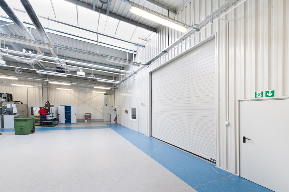 brama wjazdowa - hala produkcyjna z częścią biurową, dla GG Tech, Piątek, woj. łódzkie