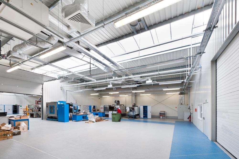 wnętrze hali 1 - hala produkcyjna z częścią biurową, dla GG Tech, Piątek, woj. łódzkie