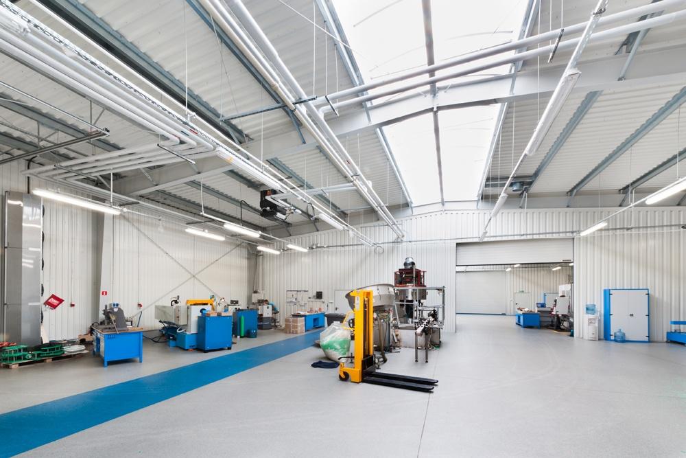 wnętrze hali 2 - hala produkcyjna z częścią biurową, dla GG Tech, Piątek, woj. łódzkie