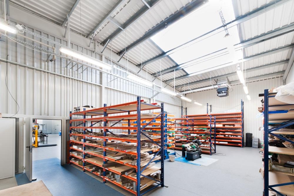 wnętrze hali - hala produkcyjna z częścią biurową, dla GG Tech, Piątek, woj. łódzkie