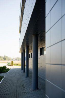 detal elewacyjny 2 - hala produkcyjno-magazynowa z budynkiem biurowym, dla Promens, Międzyrzecz, woj. lubuskie