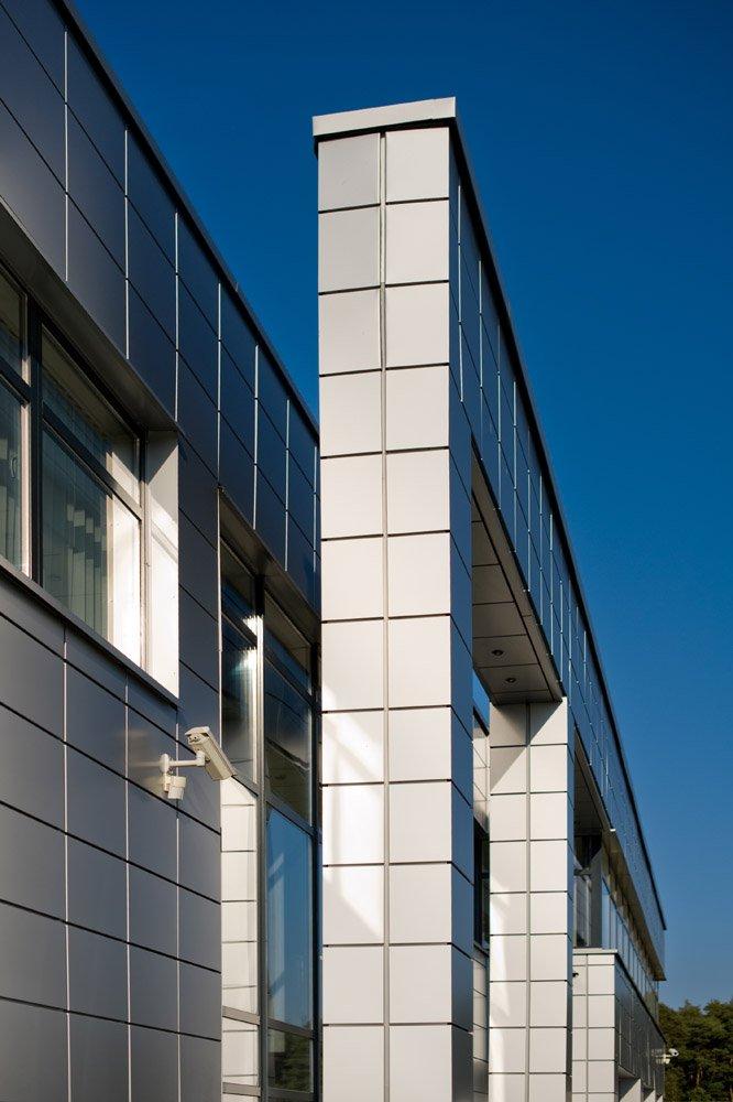 zbliżenie na detal 1 - hala produkcyjno-magazynowa z budynkiem biurowym, dla HG Poland, Łozienica, woj. zachodniopomorskie
