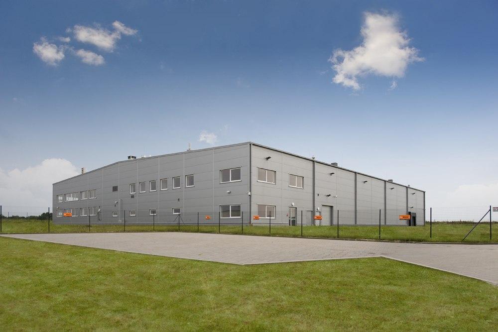 widok ogólny - hala produkcyjna z budynkiem biurowym, dla NWM, Gubin, woj. lubuskie