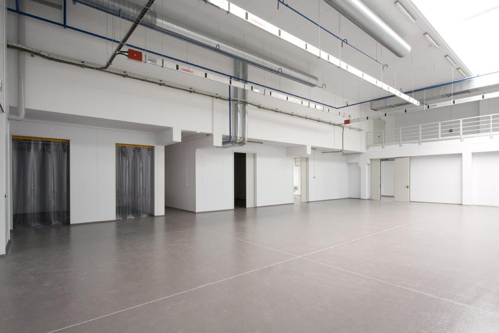 wnętrze hali 1 - hala produkcyjna z budynkiem biurowym, dla NWM, Gubin, woj. lubuskie