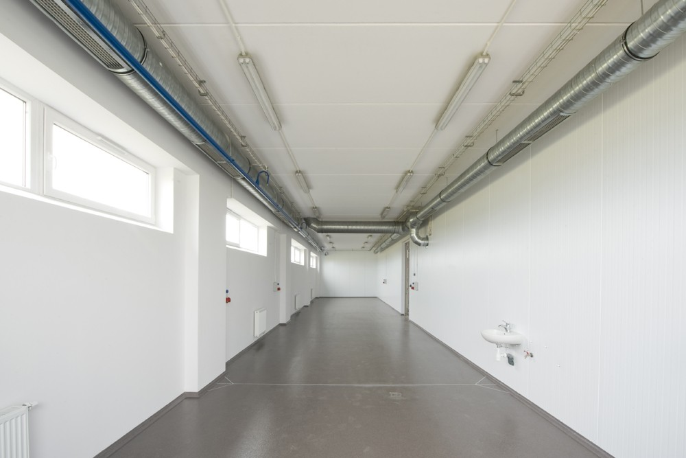 jedno z pomieszczeń - hala produkcyjna z budynkiem biurowym, dla NWM, Gubin, woj. lubuskie