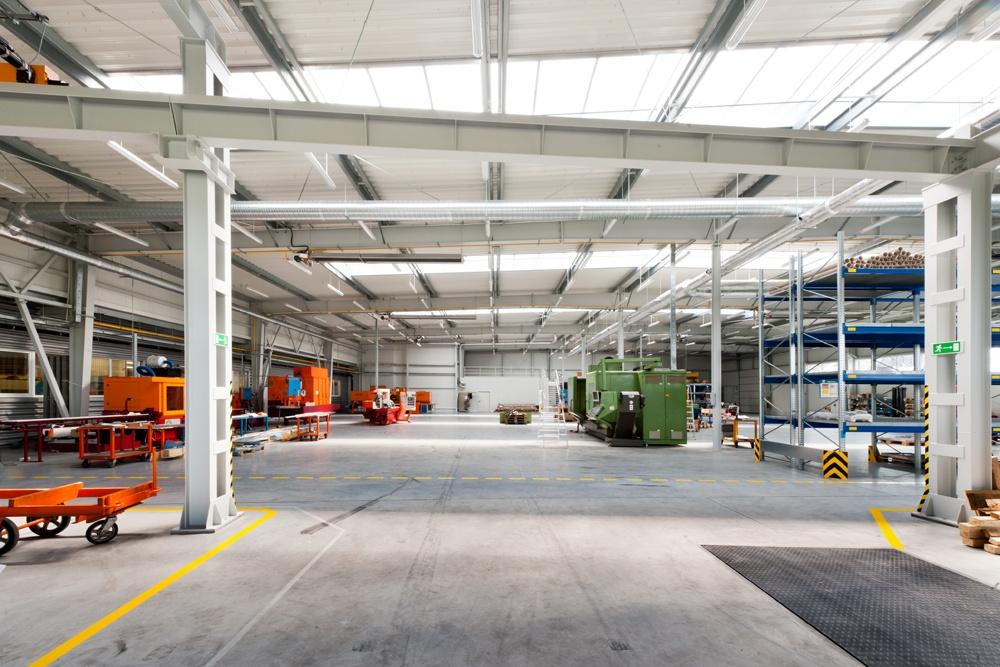 wnętrze hali stalowej - hala produkcyjna, dla Rollico Rolling Components, Lubliniec, woj. śląskie