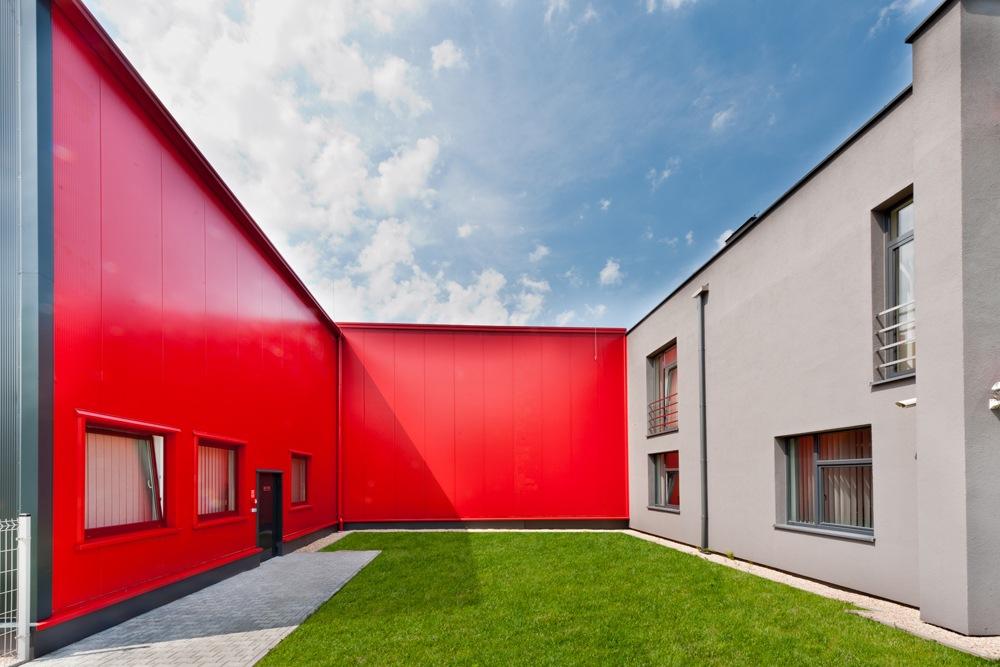 otwarte patio - hala produkcyjna, dla Rollico Rolling Components, Lubliniec, woj. śląskie