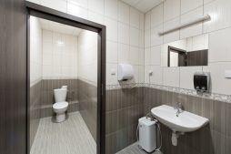 pomieszczenie sanitarne - hala magazynowa z budynkiem biurowym, dla Refleks, Białystok, woj. podlaskie