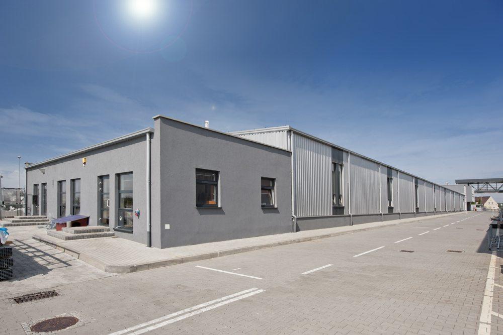 widok ogólny 2 - hala produkcyjna z budynkiem biurowym, dla Eurocolor, Pyskowice, woj. śląskie