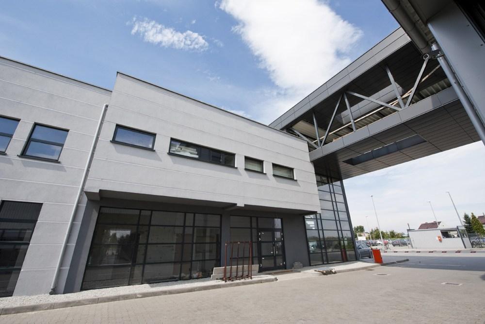 łącznik między budynkami 1 - hala produkcyjna z budynkiem biurowym, dla Eurocolor, Pyskowice, woj. śląskie
