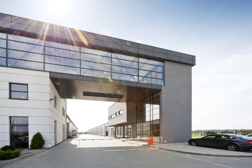 łącznik - hala produkcyjna z budynkiem biurowym, dla Eurocolor, Pyskowice, woj. śląskie
