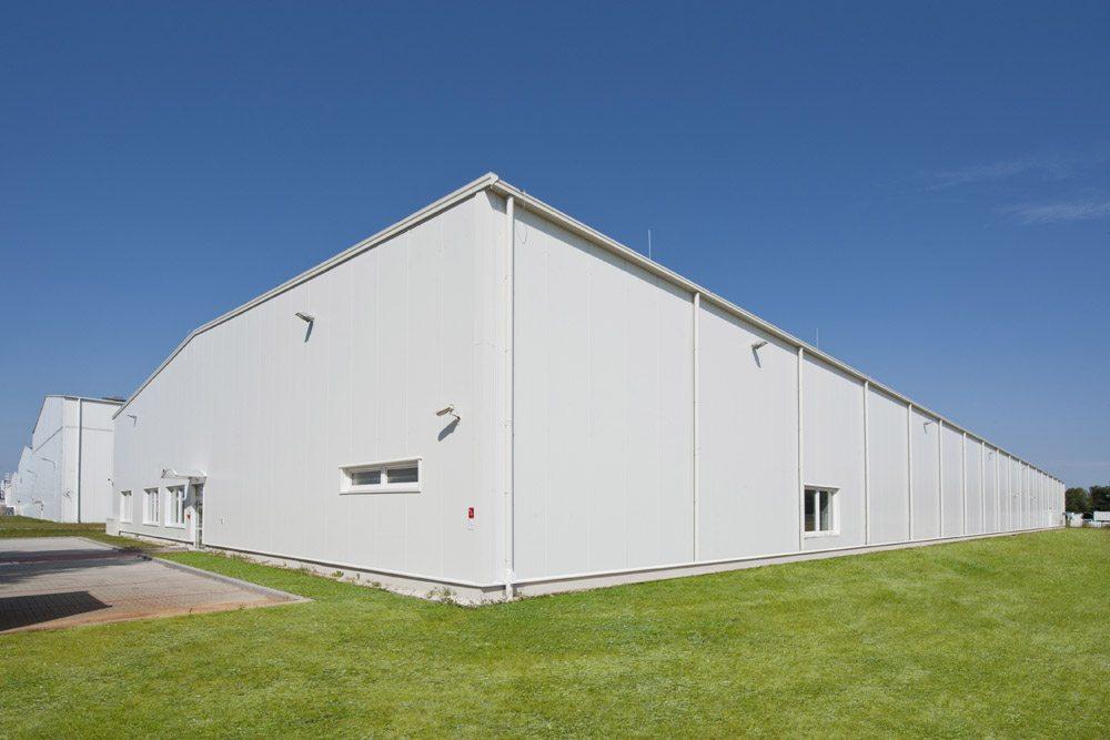 widok ogólny 2 - hala produkcyjna z zapleczem biurowym, dla Korona SA, Wieluń, woj. łódzkie