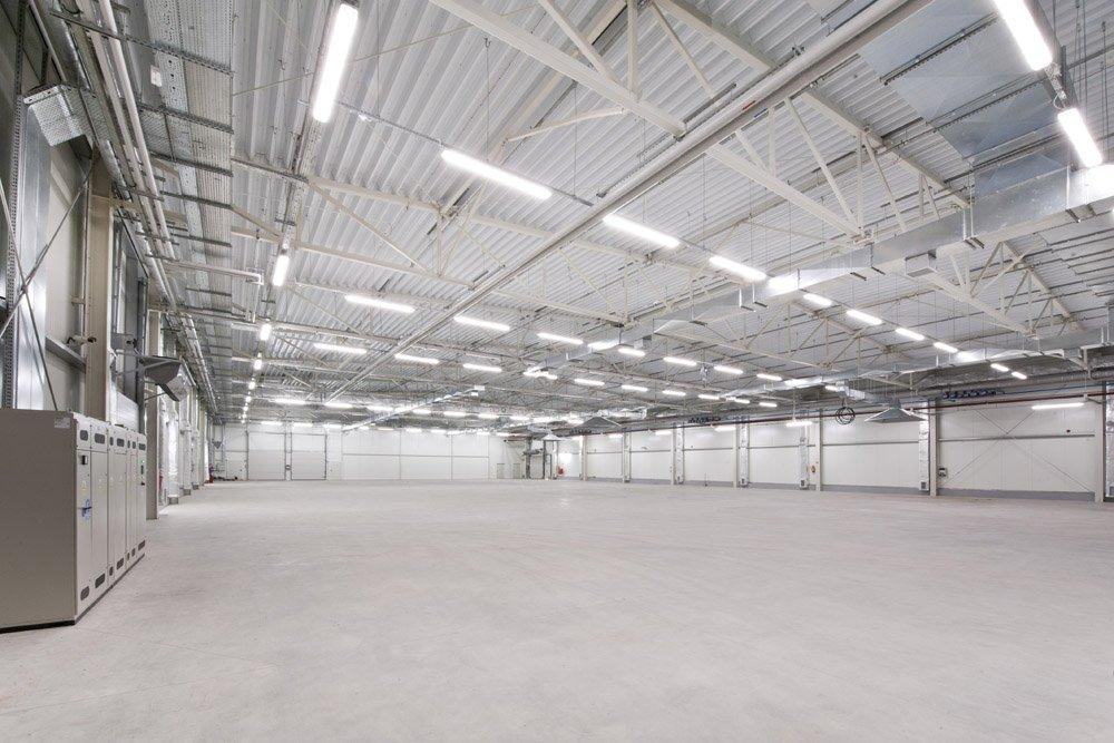 wnętrze hali - hala produkcyjna z zapleczem biurowym, dla Korona SA, Wieluń, woj. łódzkie