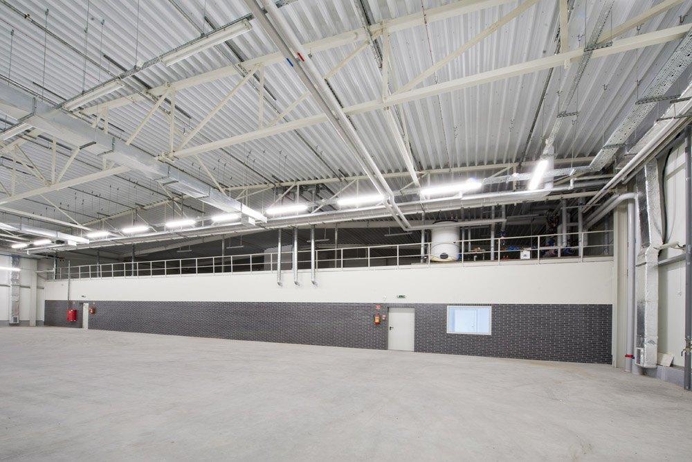 wnętrze hali 1 - hala produkcyjna z zapleczem biurowym, dla Korona SA, Wieluń, woj. łódzkie