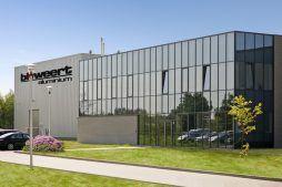 elewacja frontowa - hala produkcyjna z budynkiem biurowym, dla Blyweert Aluminium, Czosnów, woj. mazowieckie