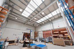 wnętrze hali - hala produkcyjno-magazynowa z częścią biurową, dla 2x3, Krzęcin, woj. zachodniopomorskie
