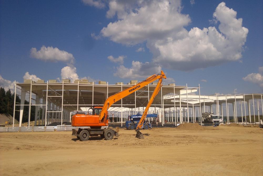pokrywanie konstrukcji dachu blachą - hala produkcyjna z budynkiem biurowym, dla Adams, Mrągowo