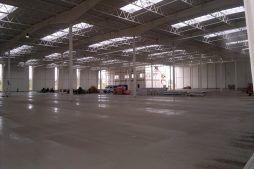 konstrukcja stalowa widziana od wewnątrz - hala produkcyjna z budynkiem biurowym, dla Adams, Mrągowo