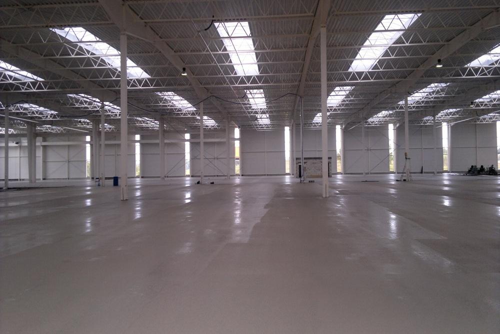 widok wnętrza hali - hala produkcyjna z budynkiem biurowym, dla Adams, Mrągowo, woj. warmińsko-mazurskie
