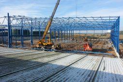 wznoszenie konstrukcji stalowej - hala produkcyjna z budynkiem biurowym, Żdżary, dla Futrex
