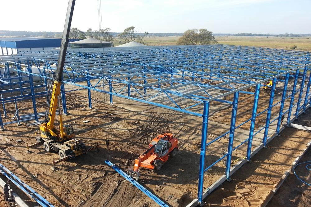 wznoszenie elementów konstrukcji stalowej - hala produkcyjna z budynkiem biurowym, Żdżary, dla Futrex