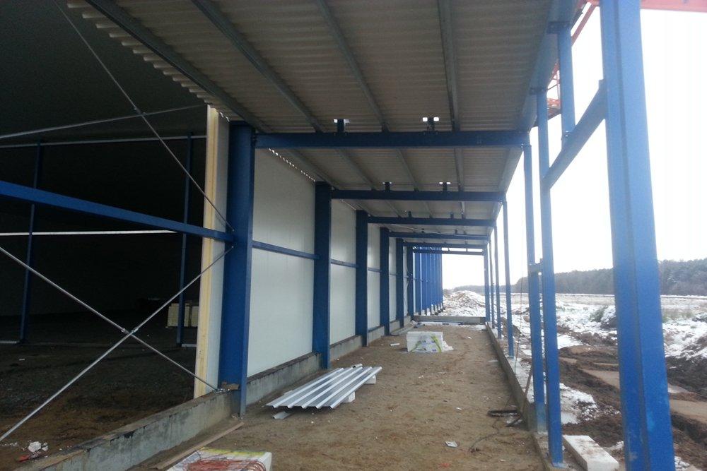 zdjęcie konstrukcji od wewnątrz - hala produkcyjna z budynkiem biurowym, Żdżary, dla Futrex