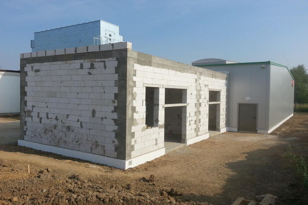 murowany fragment budynku - hala produkcyjno-magazynowa, dla Drewco, Chojna, woj. zachodniopomorskie