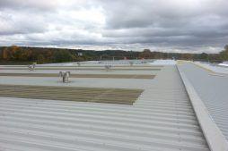 dach obiektu - hala produkcyjna z częścią biurową, dla Leann Stańczyk, Słupsk, woj. pomorskie