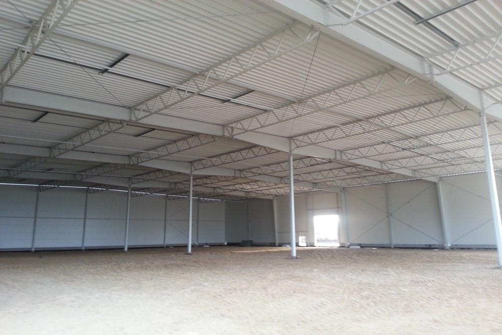 niewykończone wnętrze budynku - hala produkcyjna z częścią biurową, dla Arsanit, Konin, woj. wielkopolskie