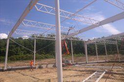 wznoszenie konstrukcji stalowej - hala produkcyjno-magazynowa z budynkiem biurowym, dla Jota Group, Ostróda