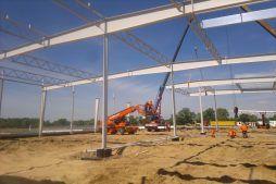 wznoszenie konstrukcji stalowej 2 - hala produkcyjno-magazynowa z budynkiem biurowym, dla Jota Group, Ostróda