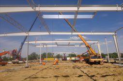 wznoszenie konstrukcji stalowej 3 - hala produkcyjno-magazynowa z budynkiem biurowym, dla Jota Group, Ostróda