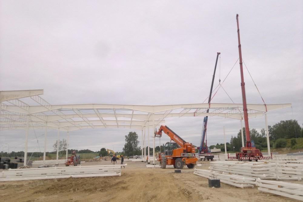 montaż dachu na podporach - hala produkcyjna z budynkiem biurowym, dla Adams, Mrągowo, woj. warmińsko-mazurskie